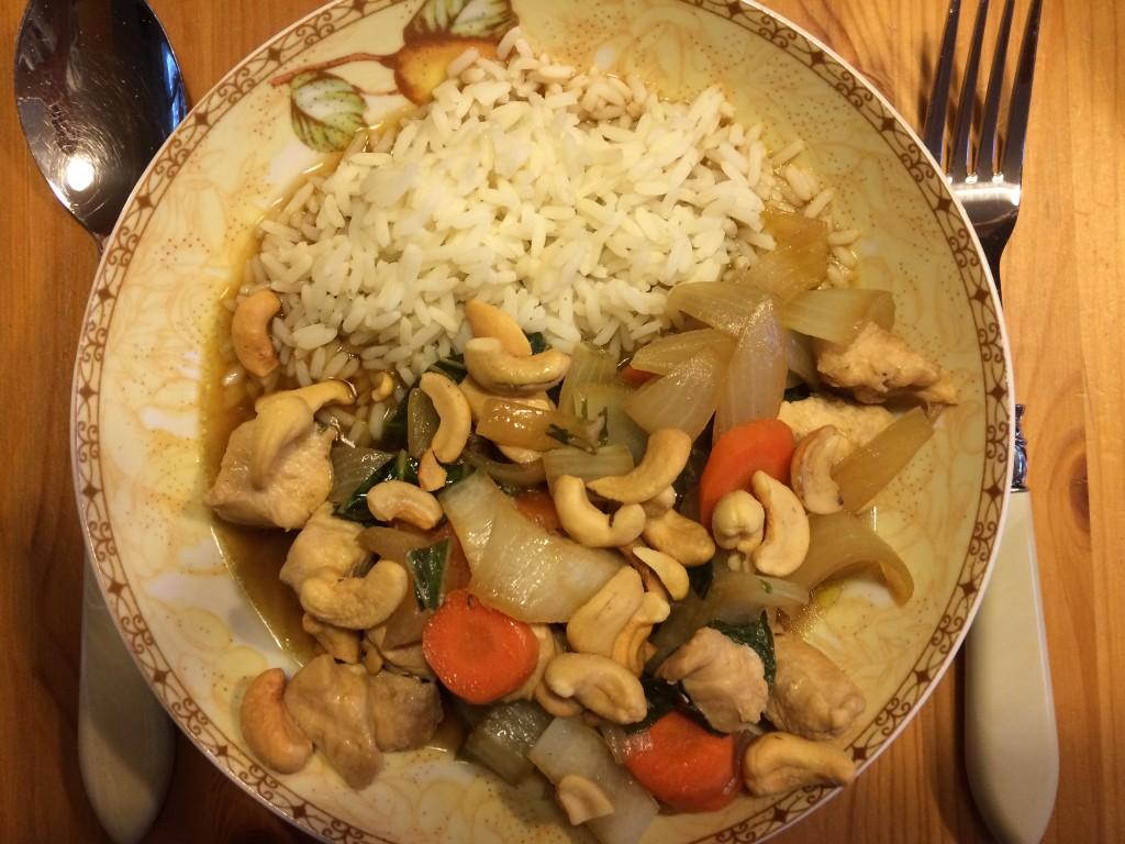 Asiatische Hähnchenbrustfilets mit Pak Choi und Cashewkernen