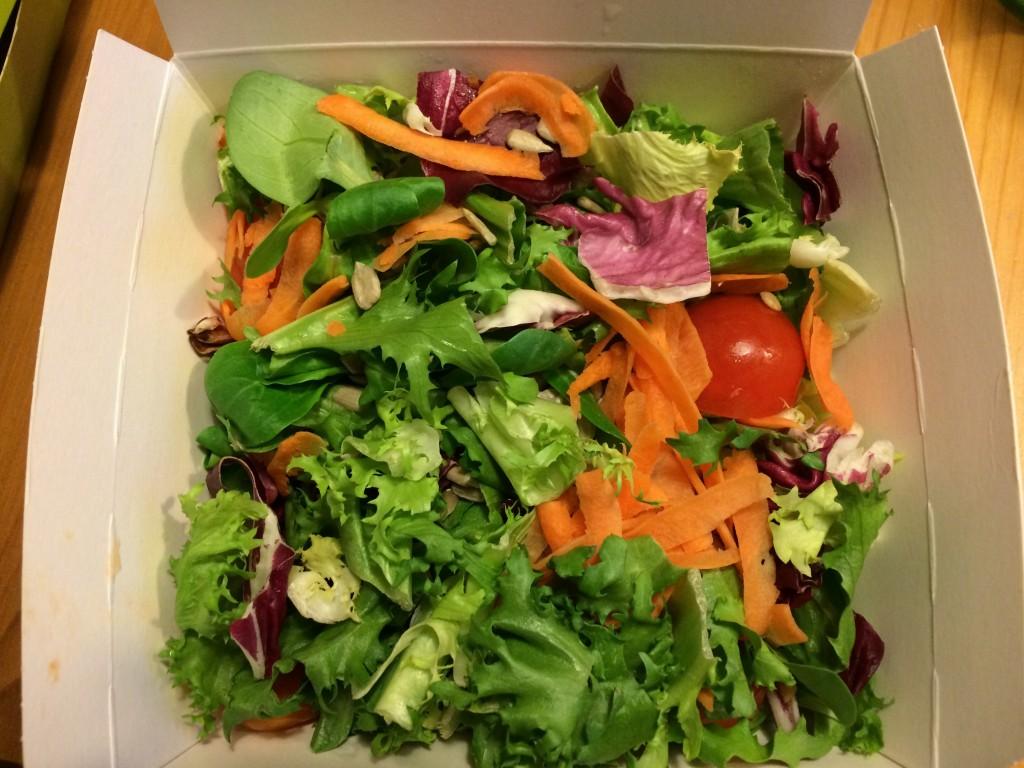 Der frische Salat bei der Bestellung.