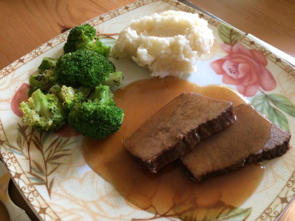 Rinderschmorbraten mit Brokkoli und Kartoffelstampf