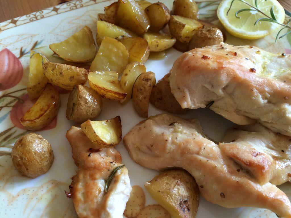 Zitronen-Rosmarin Hähnchen mit Butterkartoffeln