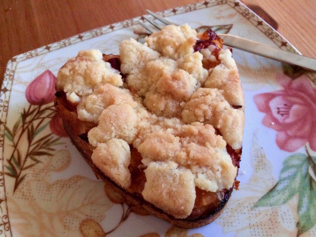 Pfirsich-Nektarinen Streuselkuchen