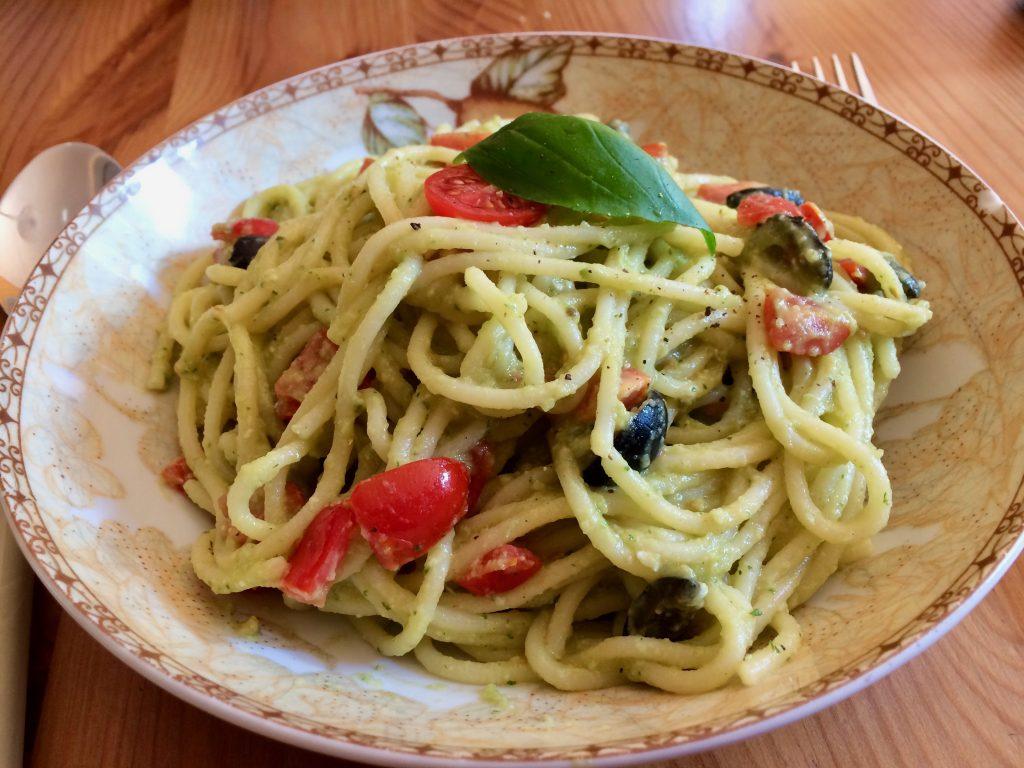 spaghetti mit avocadocreme was essen wir heute. Black Bedroom Furniture Sets. Home Design Ideas